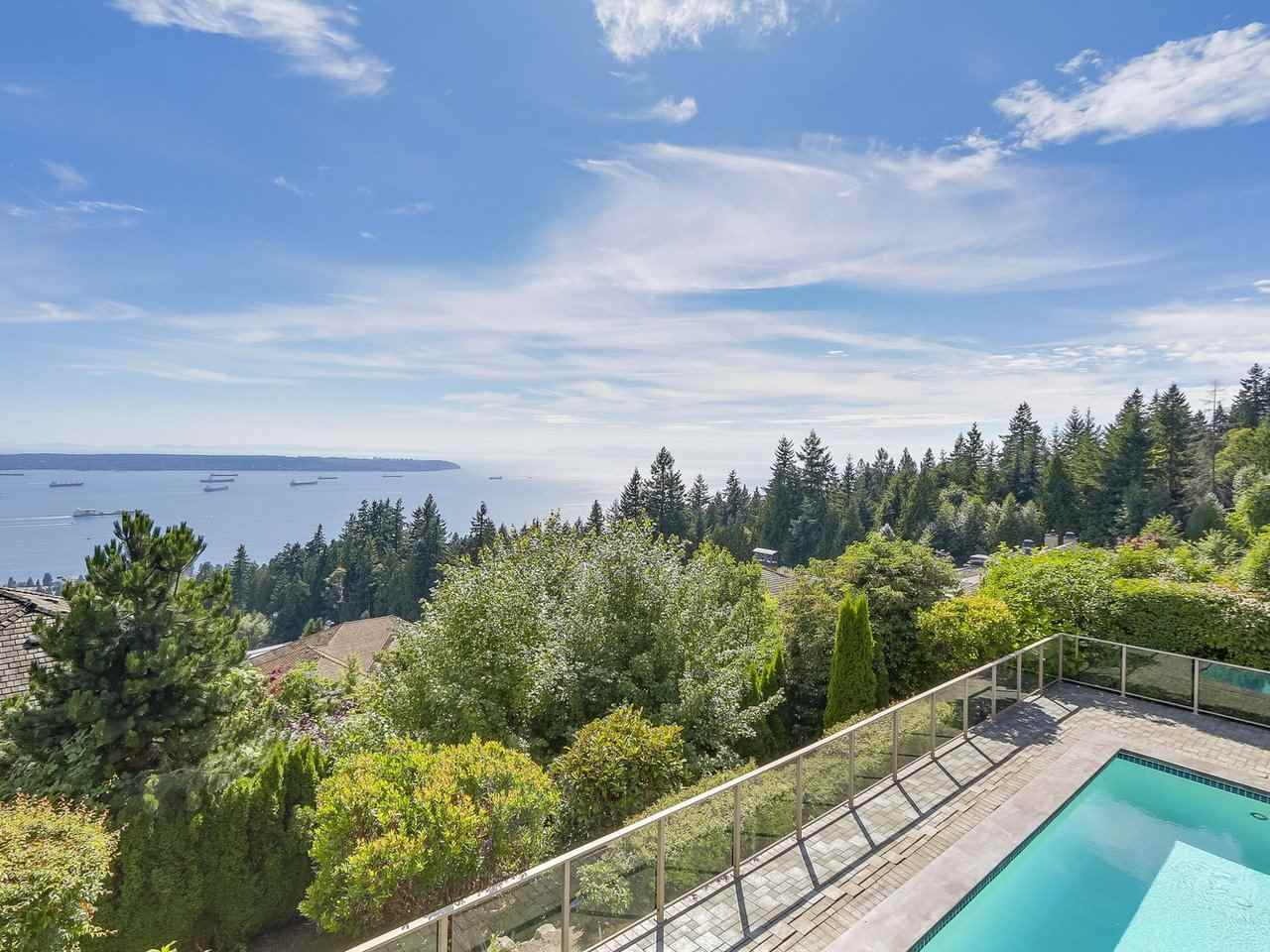 Detached at 2428 CHIPPENDALE ROAD, West Vancouver, British Columbia. Image 9