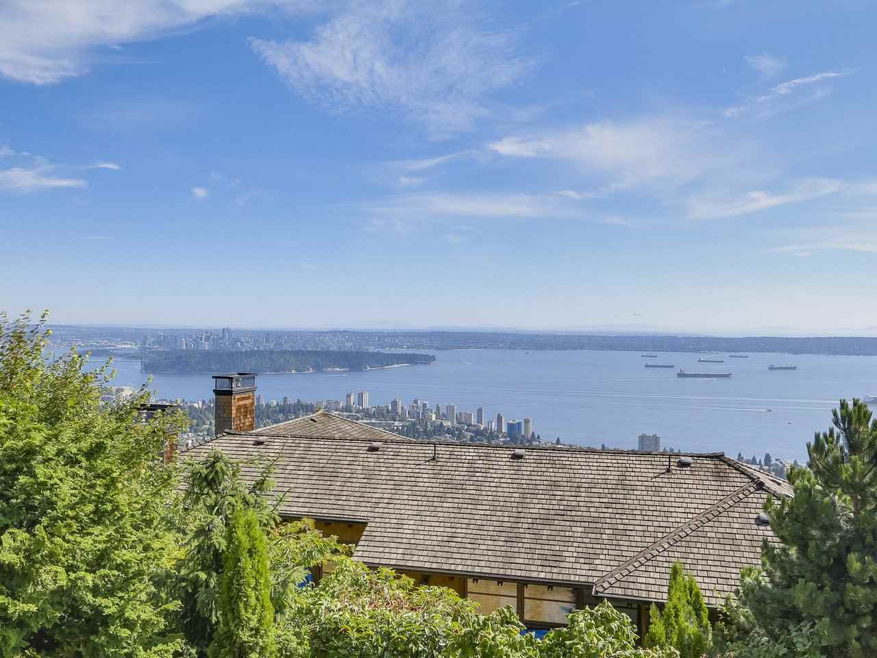 Detached at 2428 CHIPPENDALE ROAD, West Vancouver, British Columbia. Image 11