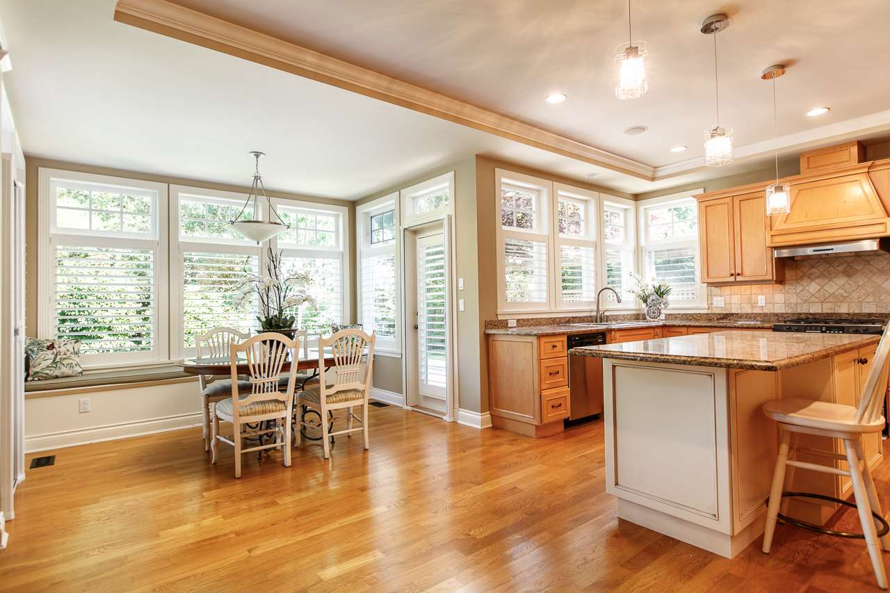 Detached at 3648 SOMERSET CRESCENT, South Surrey White Rock, British Columbia. Image 4