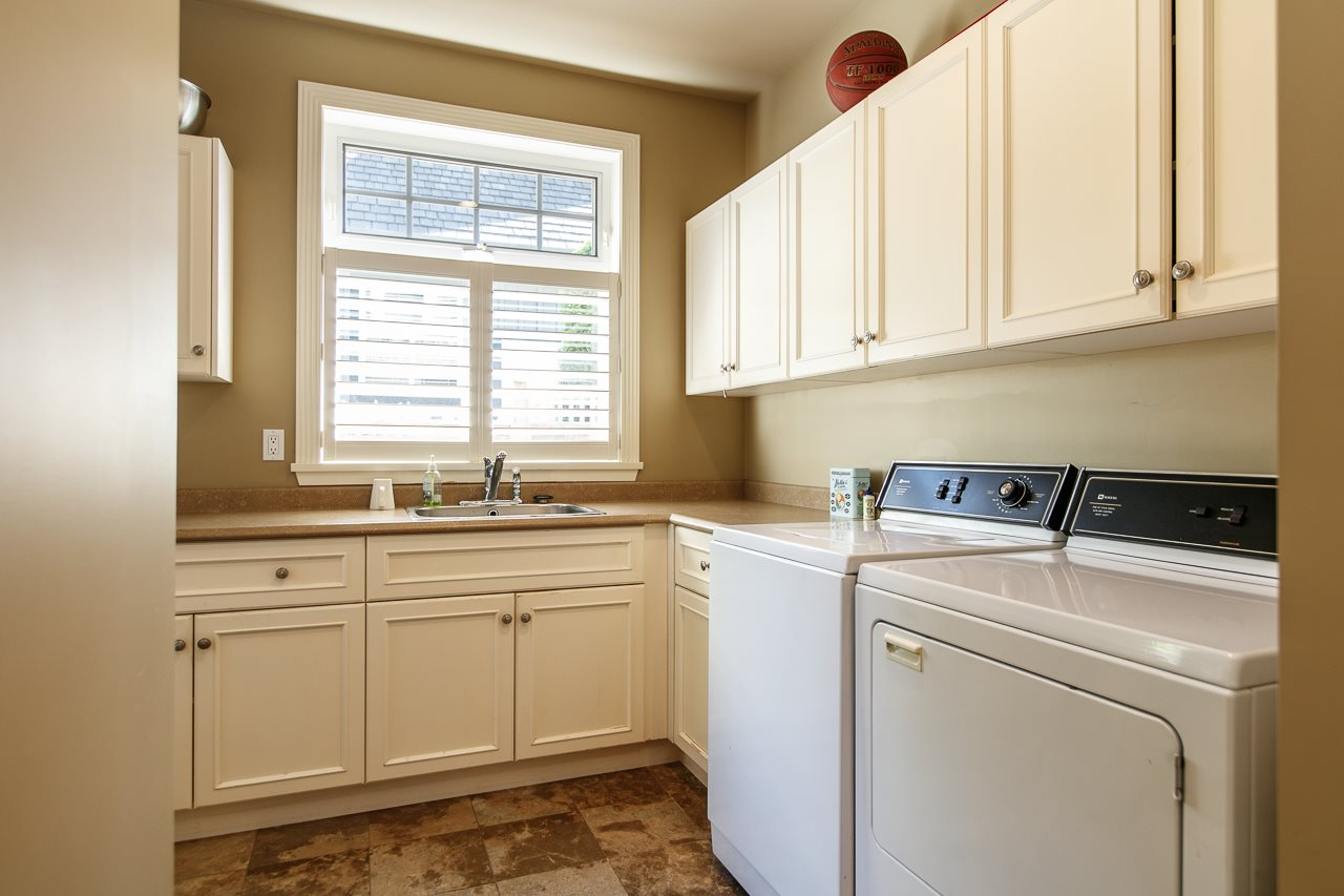 Detached at 3648 SOMERSET CRESCENT, South Surrey White Rock, British Columbia. Image 16