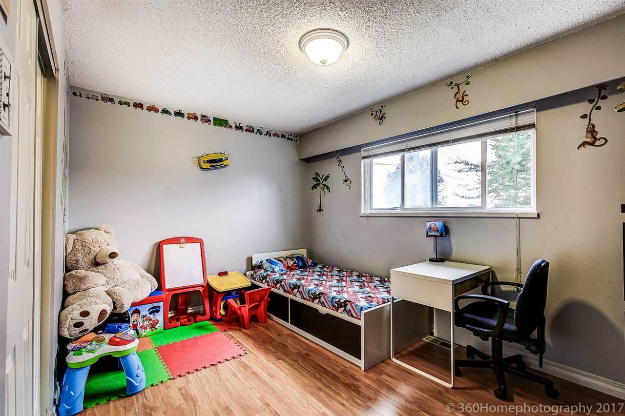 Detached at 10951 SOUTHPORT ROAD, Richmond, British Columbia. Image 15