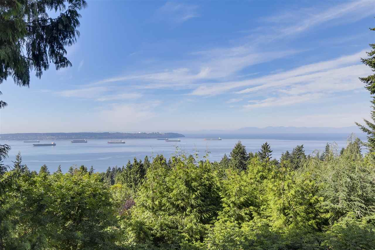 Detached at 2664 ROSEBERY AVENUE, West Vancouver, British Columbia. Image 1