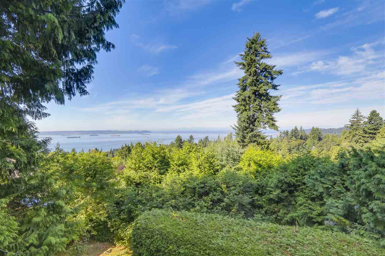 Detached at 2664 ROSEBERY AVENUE, West Vancouver, British Columbia. Image 2