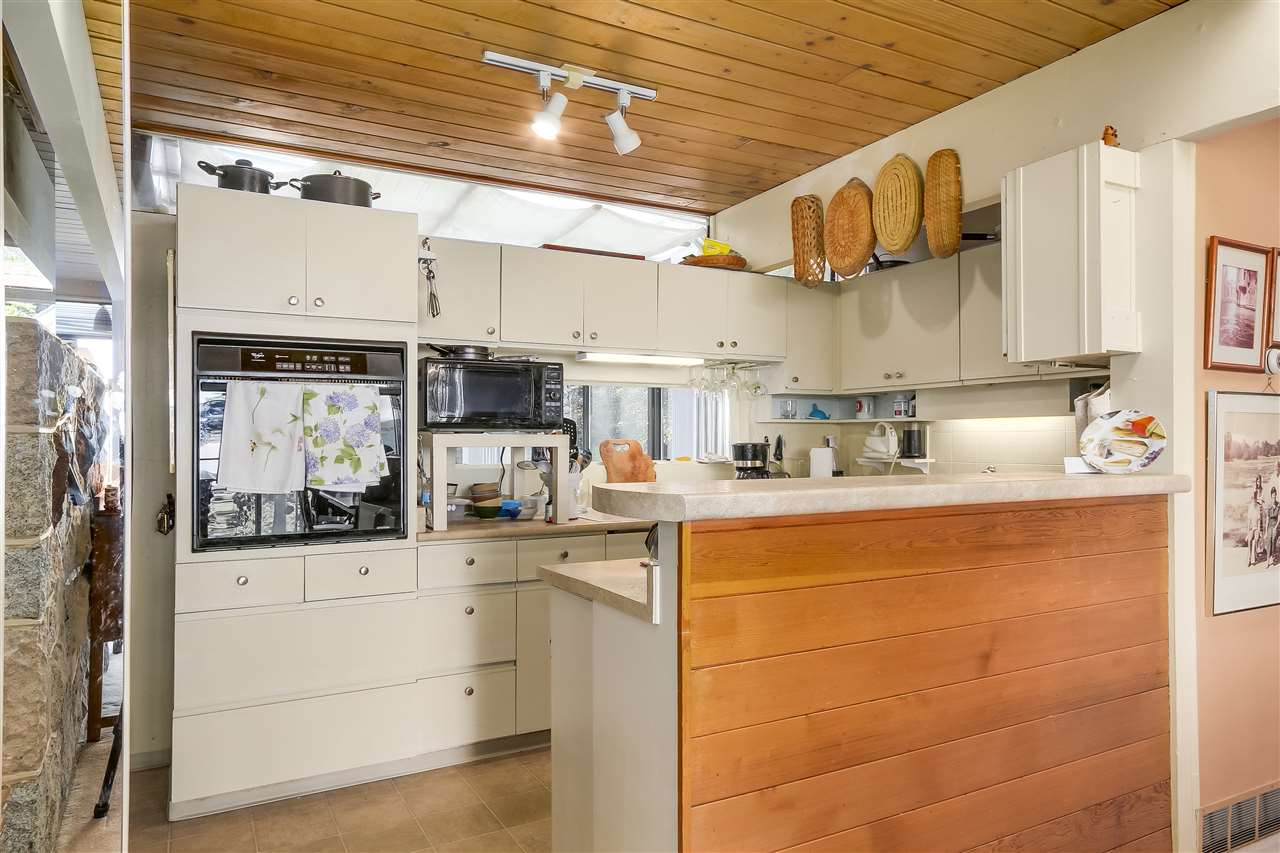 Detached at 2664 ROSEBERY AVENUE, West Vancouver, British Columbia. Image 4