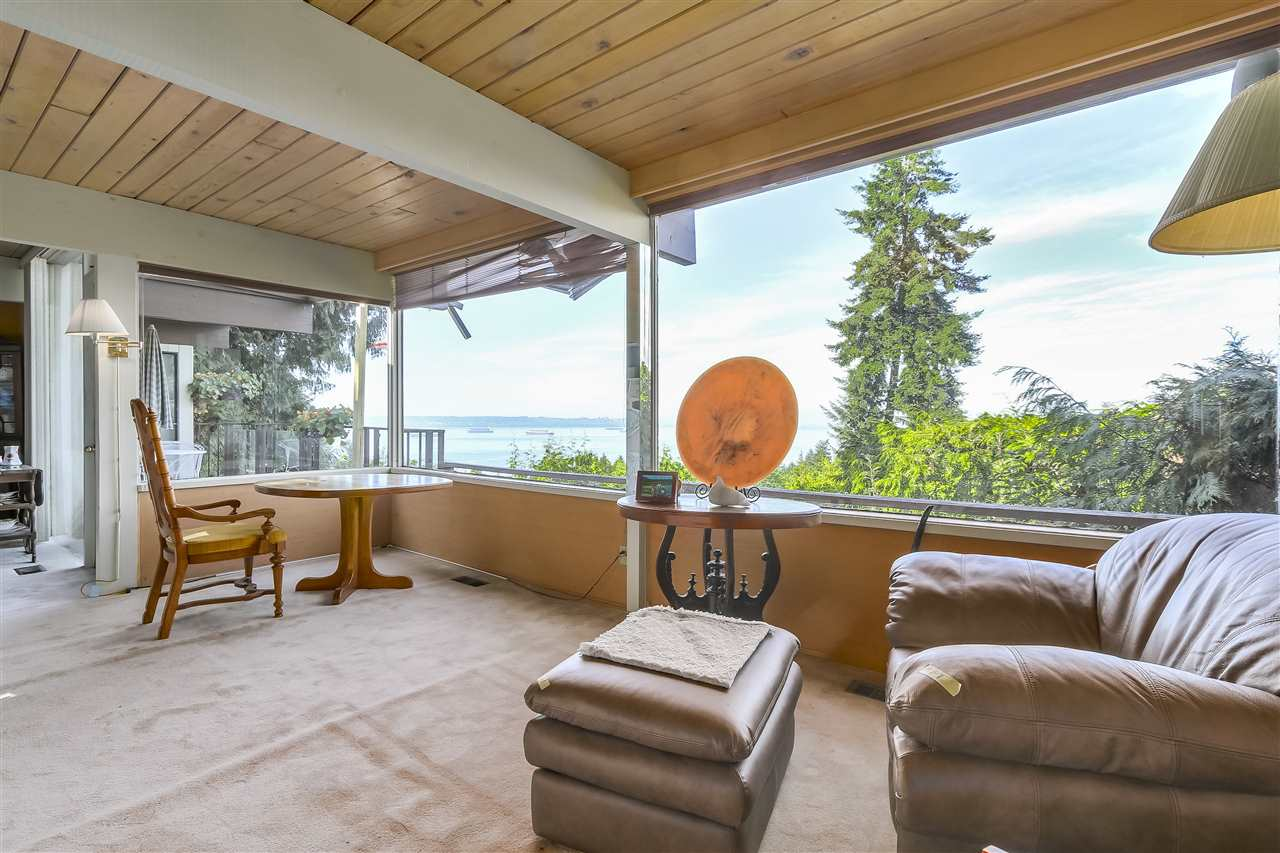 Detached at 2664 ROSEBERY AVENUE, West Vancouver, British Columbia. Image 10