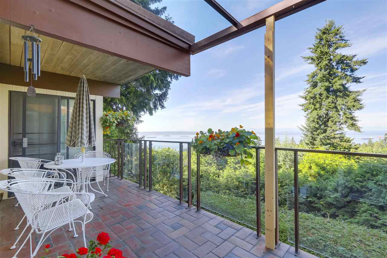 Detached at 2664 ROSEBERY AVENUE, West Vancouver, British Columbia. Image 12