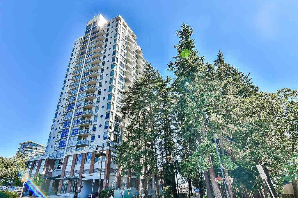 Condo Apartment at 801 15152 RUSSELL AVENUE, Unit 801, South Surrey White Rock, British Columbia. Image 1