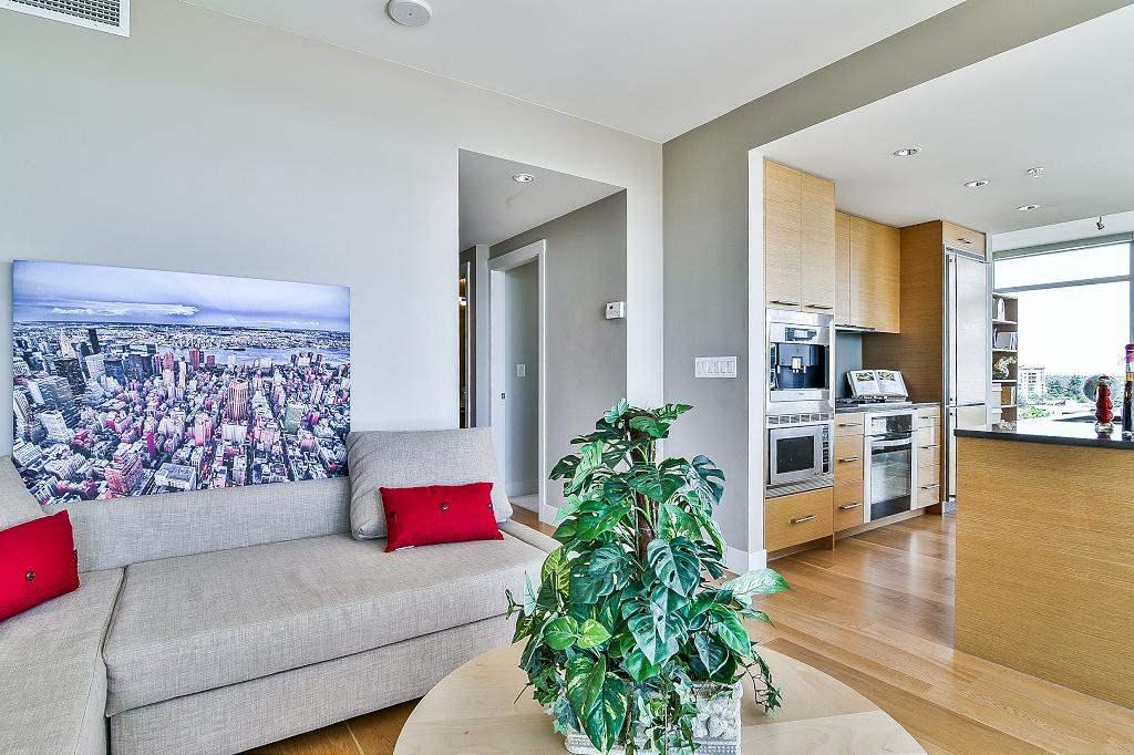 Condo Apartment at 801 15152 RUSSELL AVENUE, Unit 801, South Surrey White Rock, British Columbia. Image 4