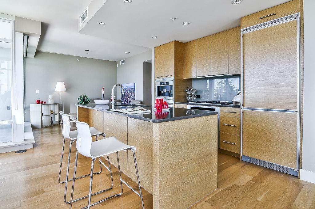 Condo Apartment at 801 15152 RUSSELL AVENUE, Unit 801, South Surrey White Rock, British Columbia. Image 8