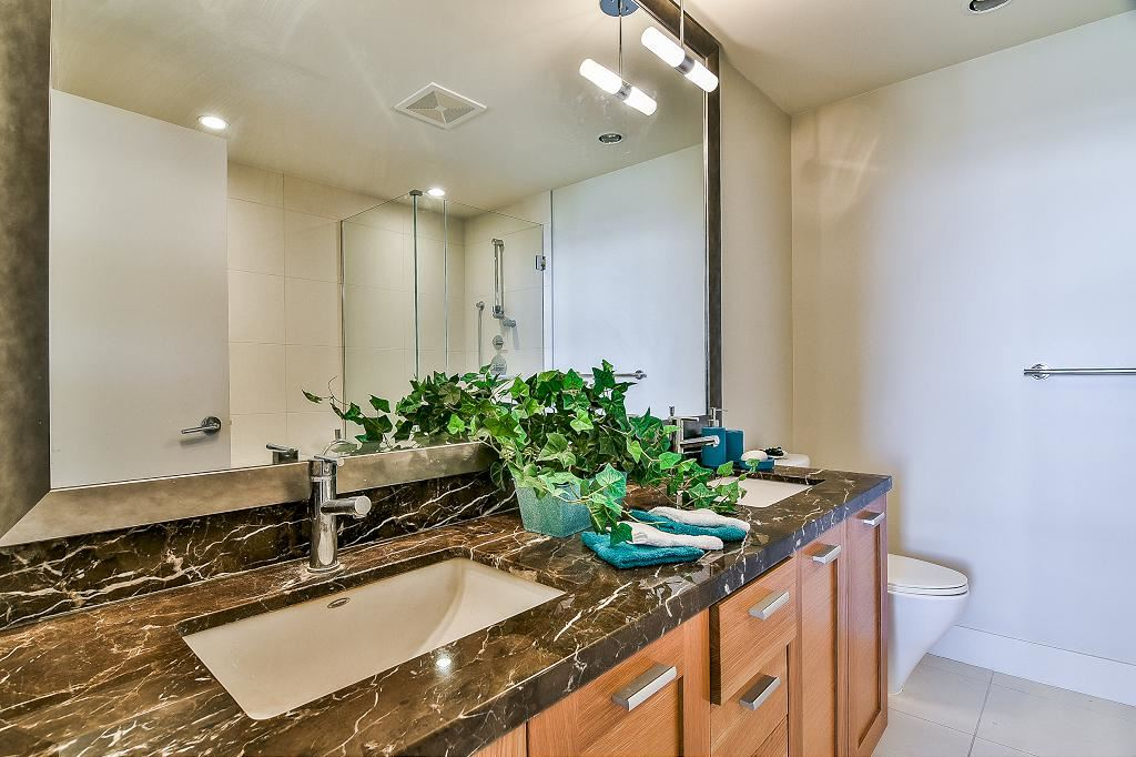 Condo Apartment at 801 15152 RUSSELL AVENUE, Unit 801, South Surrey White Rock, British Columbia. Image 15