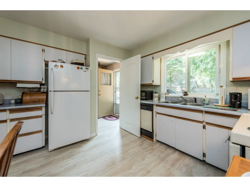 Detached at 3783 201A STREET, Langley, British Columbia. Image 13