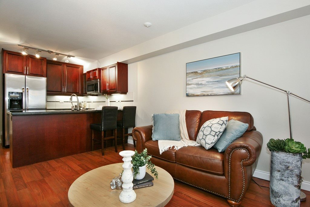 Condo Apartment at 207 19939 55A AVENUE, Unit 207, Langley, British Columbia. Image 2