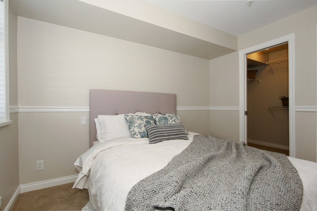 Condo Apartment at 207 19939 55A AVENUE, Unit 207, Langley, British Columbia. Image 5