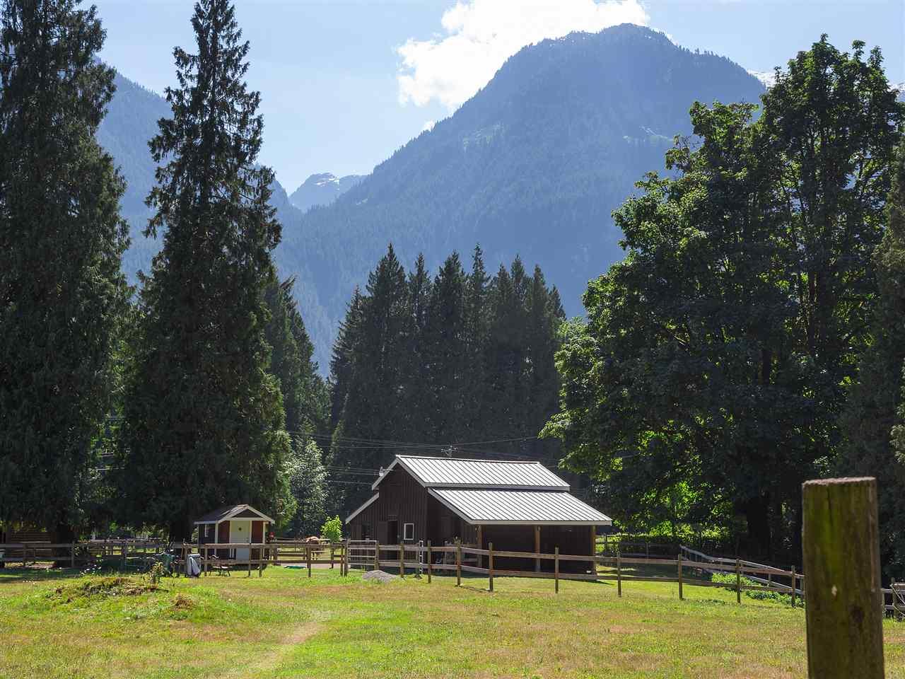 Detached at 14848 SQUAMISH VALLEY ROAD, Squamish, British Columbia. Image 17