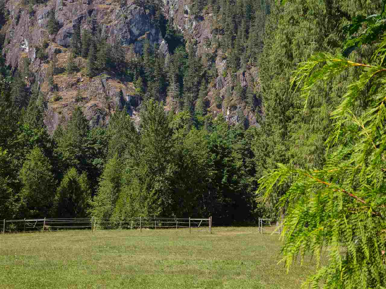Detached at 14848 SQUAMISH VALLEY ROAD, Squamish, British Columbia. Image 19
