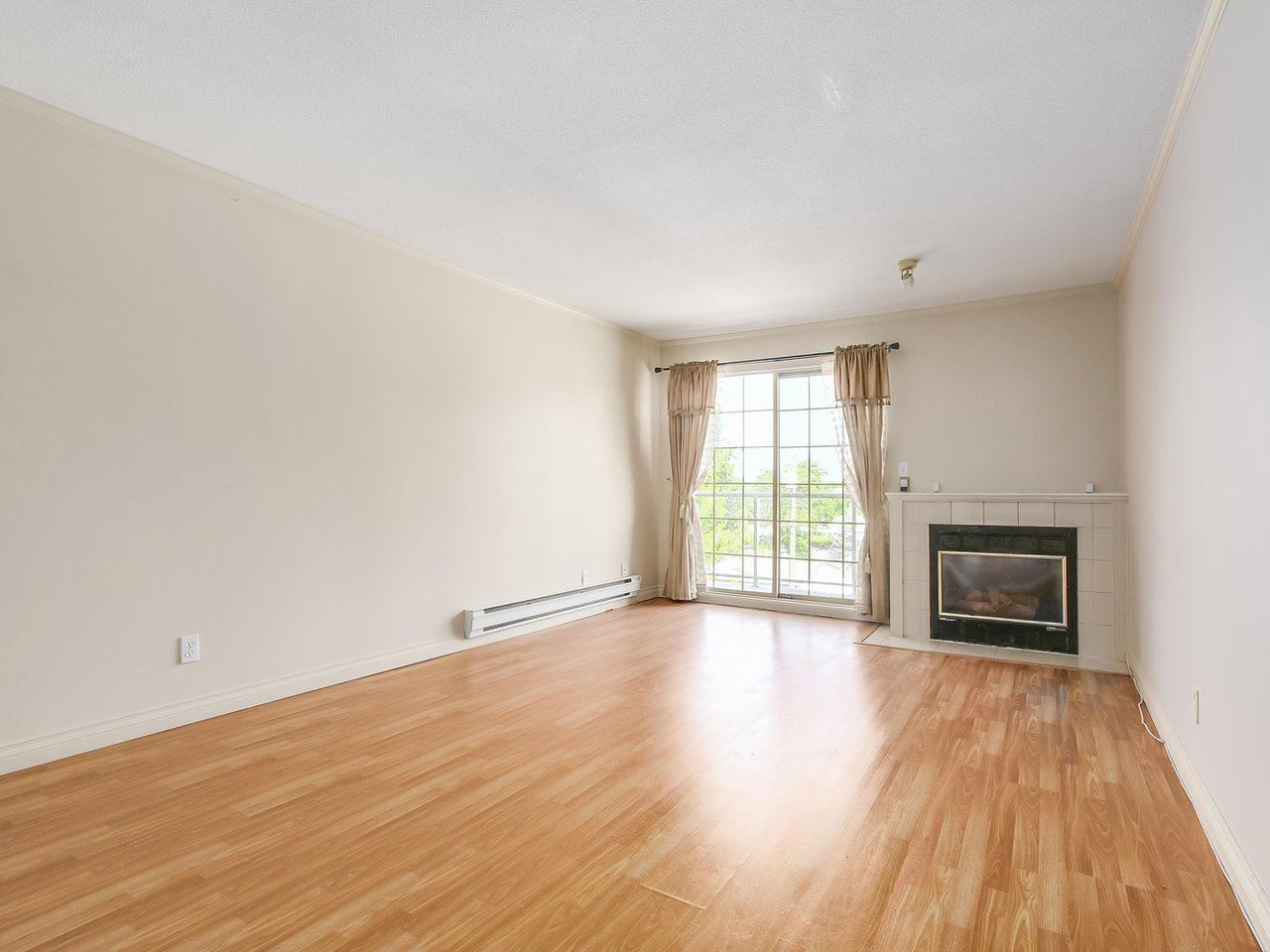Condo Apartment at 311 13490 HILTON ROAD, Unit 311, North Surrey, British Columbia. Image 3