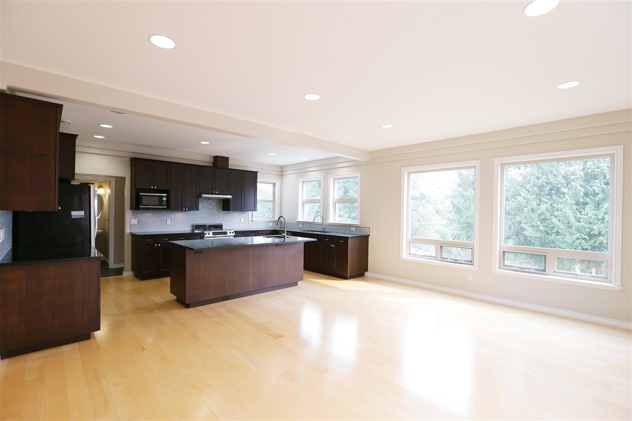 Detached at 5480 FORGLEN DRIVE, Burnaby South, British Columbia. Image 3