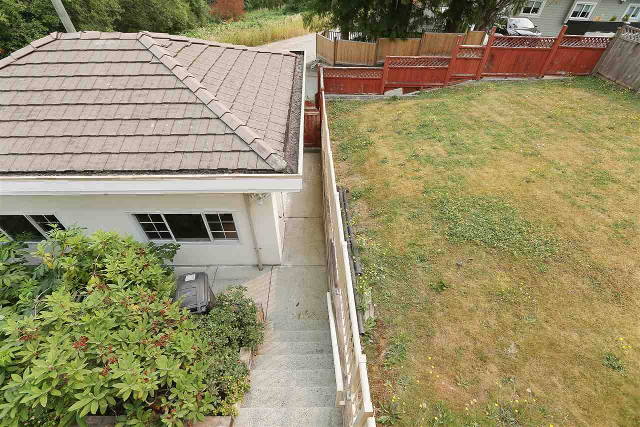 Detached at 5480 FORGLEN DRIVE, Burnaby South, British Columbia. Image 17