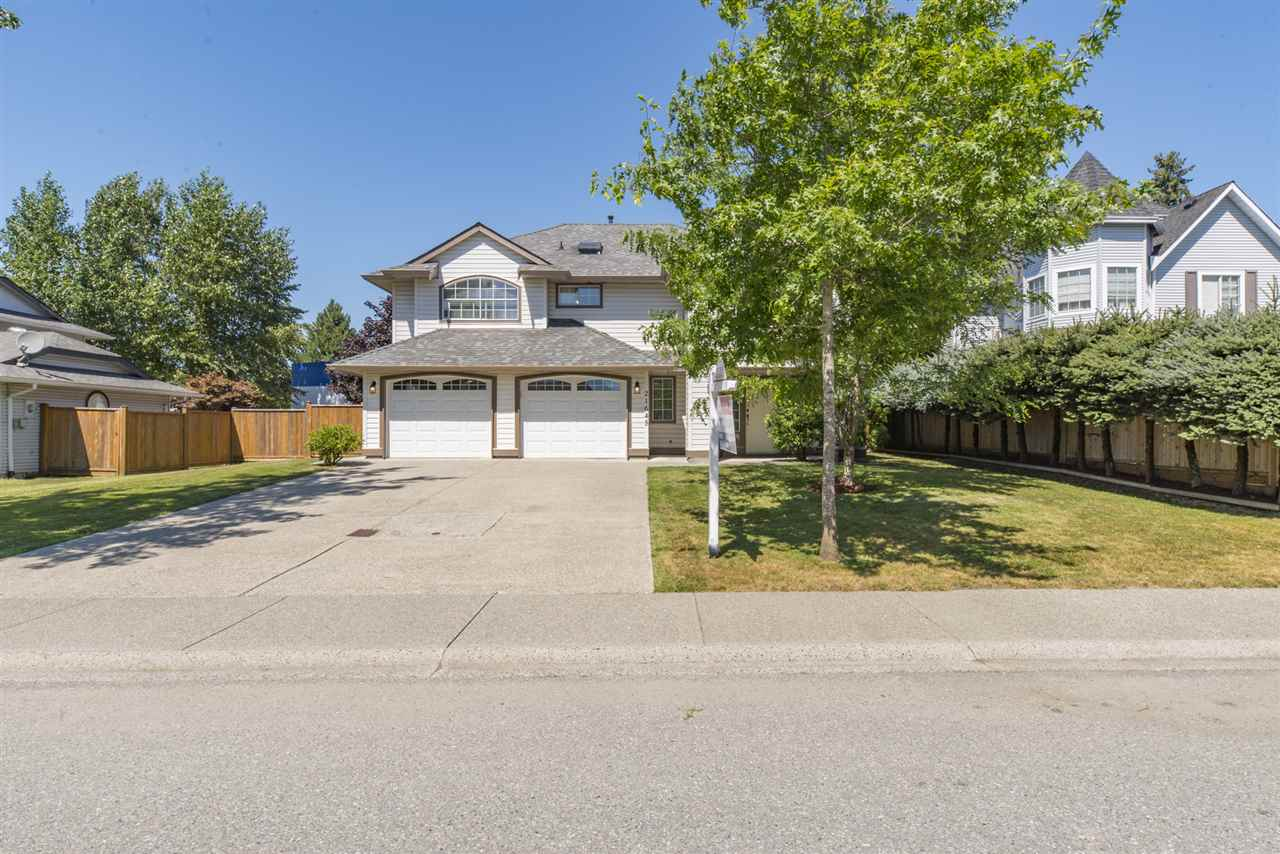 Detached at 21645 50B AVENUE, Langley, British Columbia. Image 2