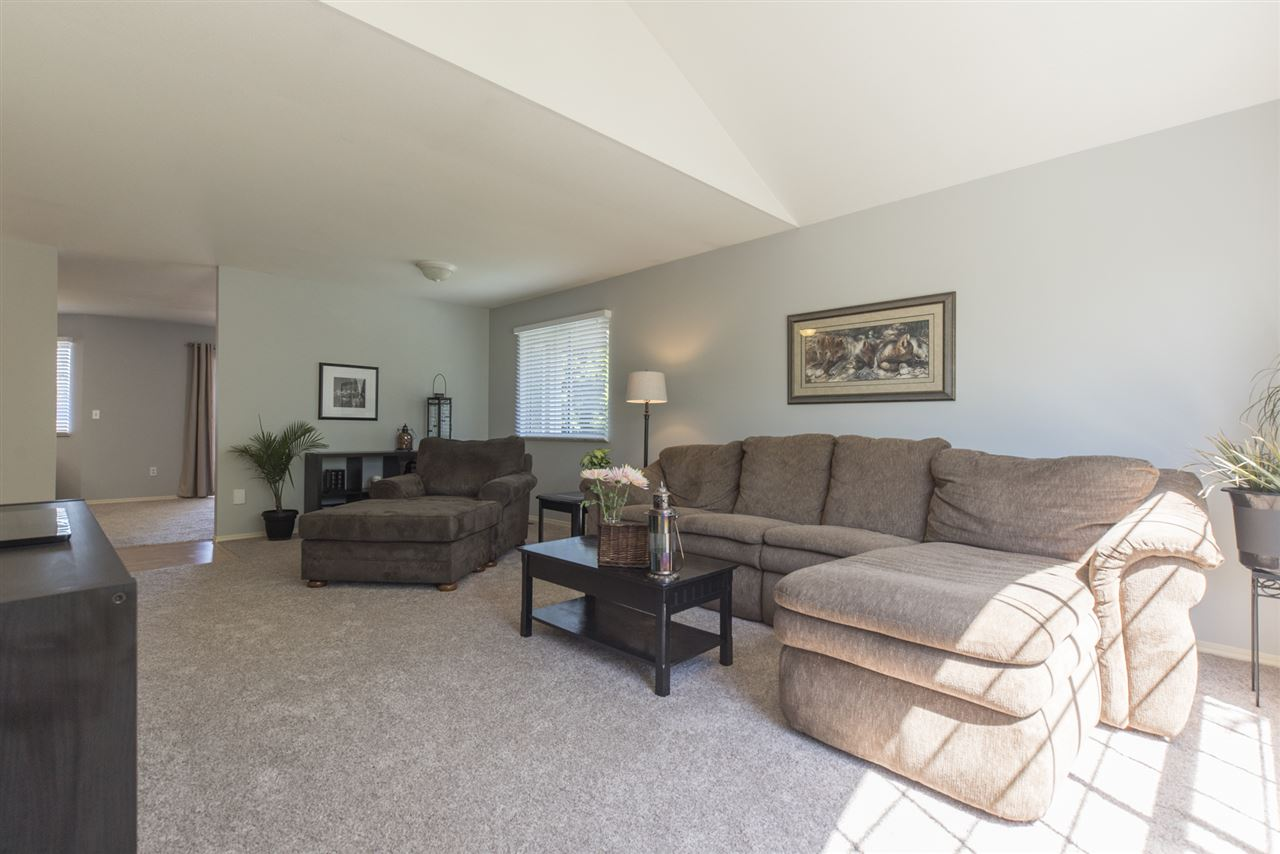 Detached at 21645 50B AVENUE, Langley, British Columbia. Image 5