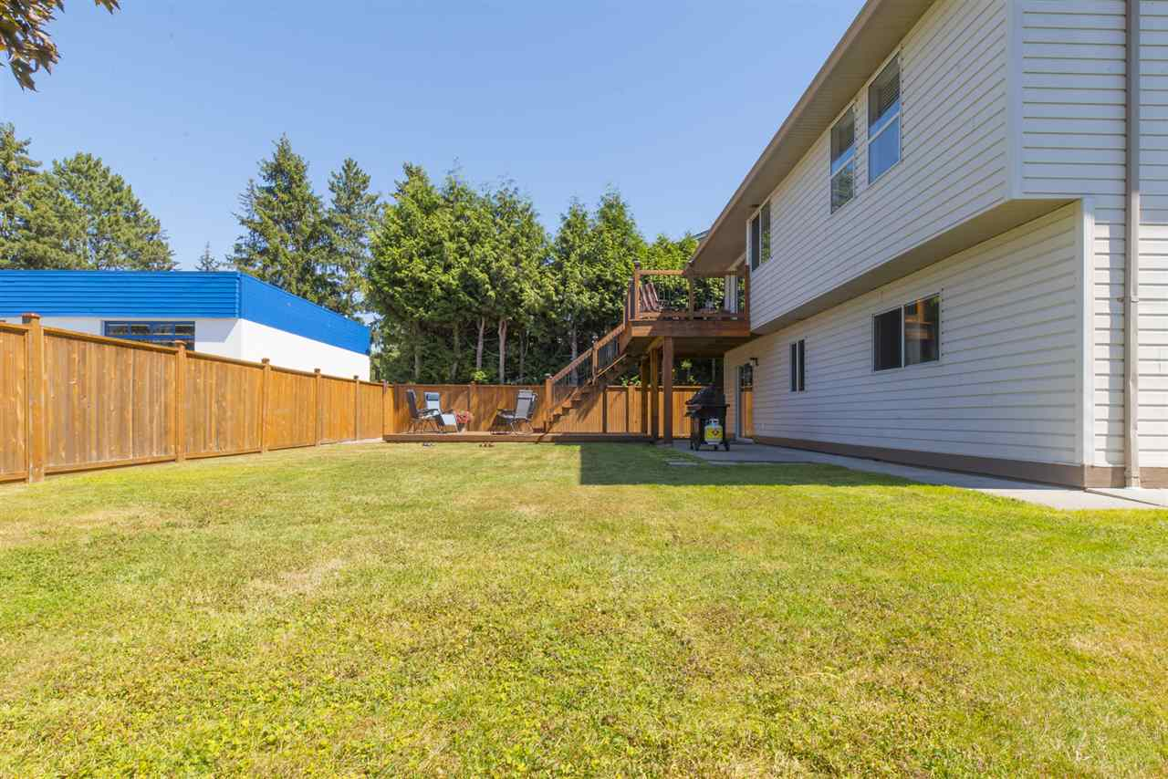 Detached at 21645 50B AVENUE, Langley, British Columbia. Image 19