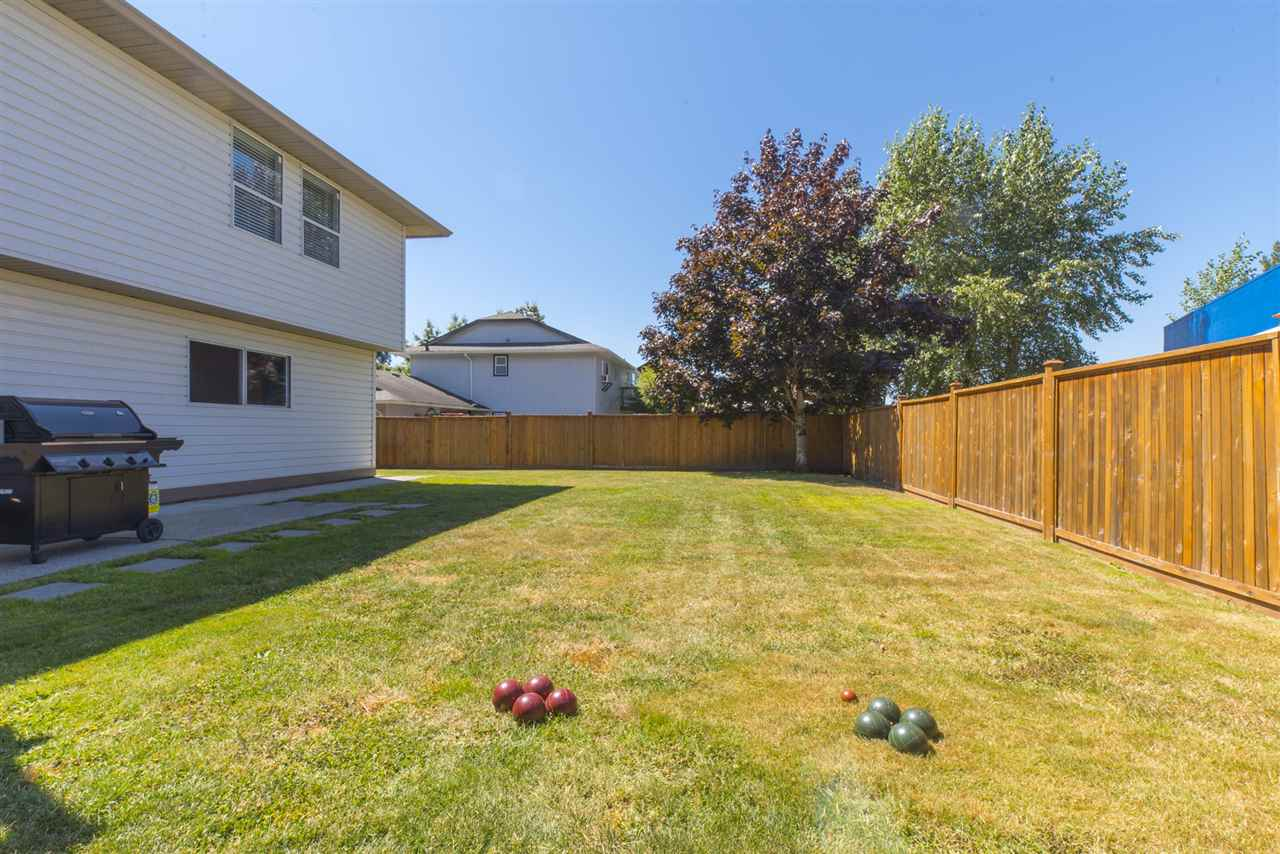 Detached at 21645 50B AVENUE, Langley, British Columbia. Image 20
