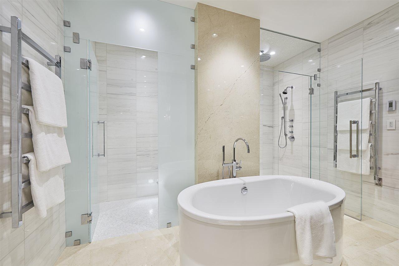 Condo Apartment at 401 2289 BELLEVUE AVENUE, Unit 401, West Vancouver, British Columbia. Image 2