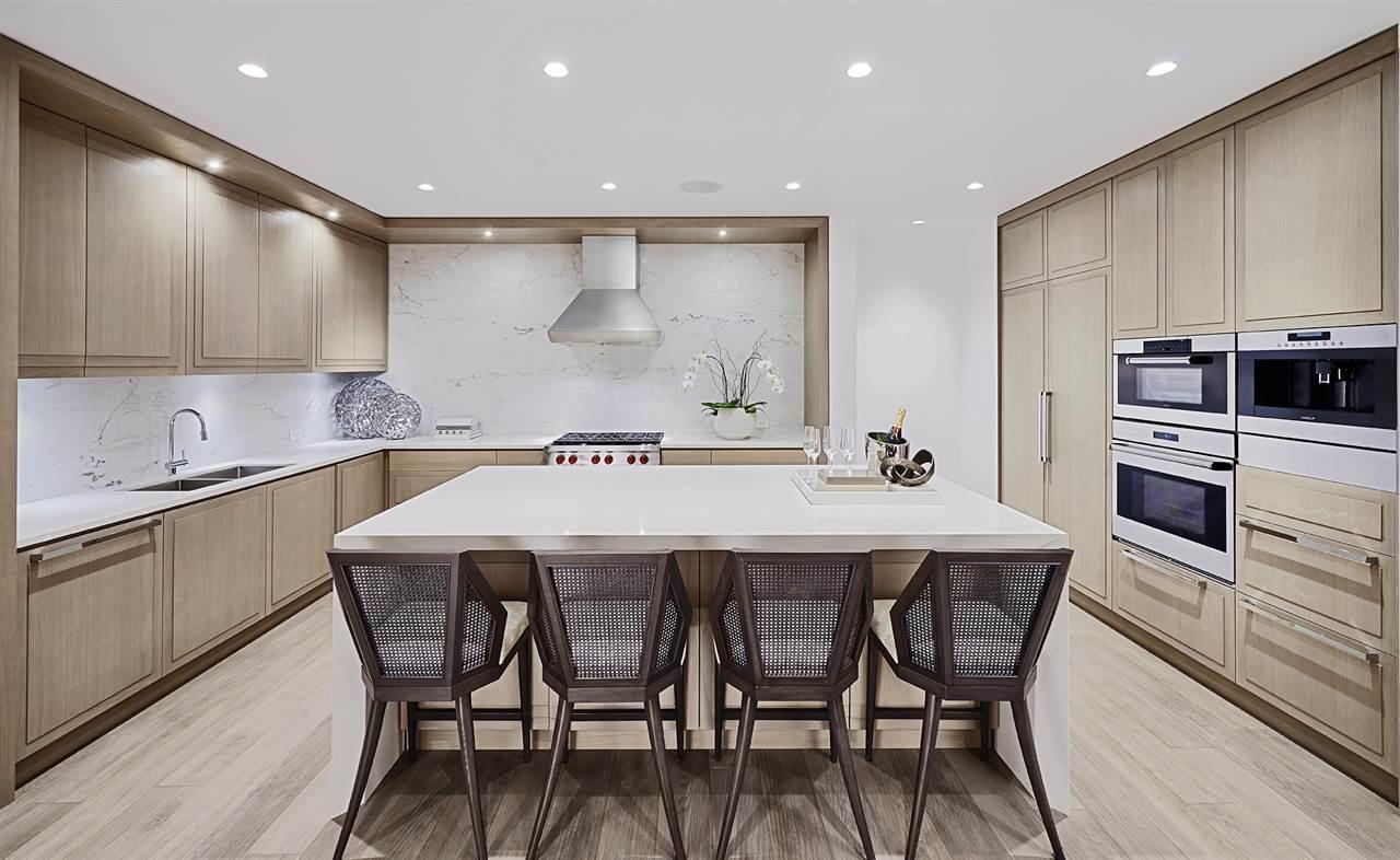Condo Apartment at 401 2289 BELLEVUE AVENUE, Unit 401, West Vancouver, British Columbia. Image 4