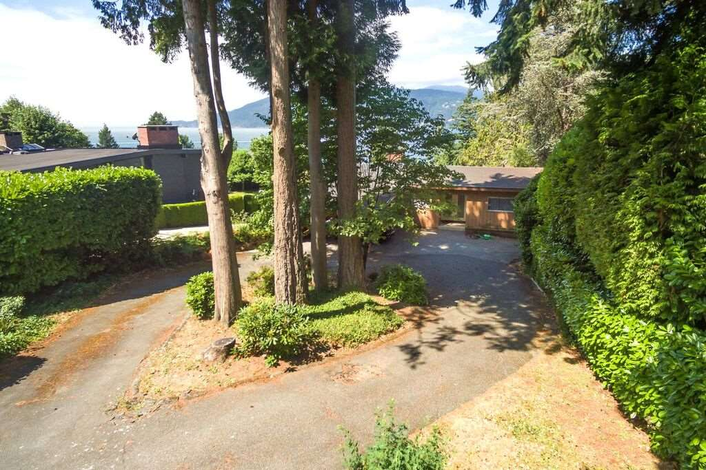 Detached at 6148 GLENEAGLES DRIVE, West Vancouver, British Columbia. Image 5