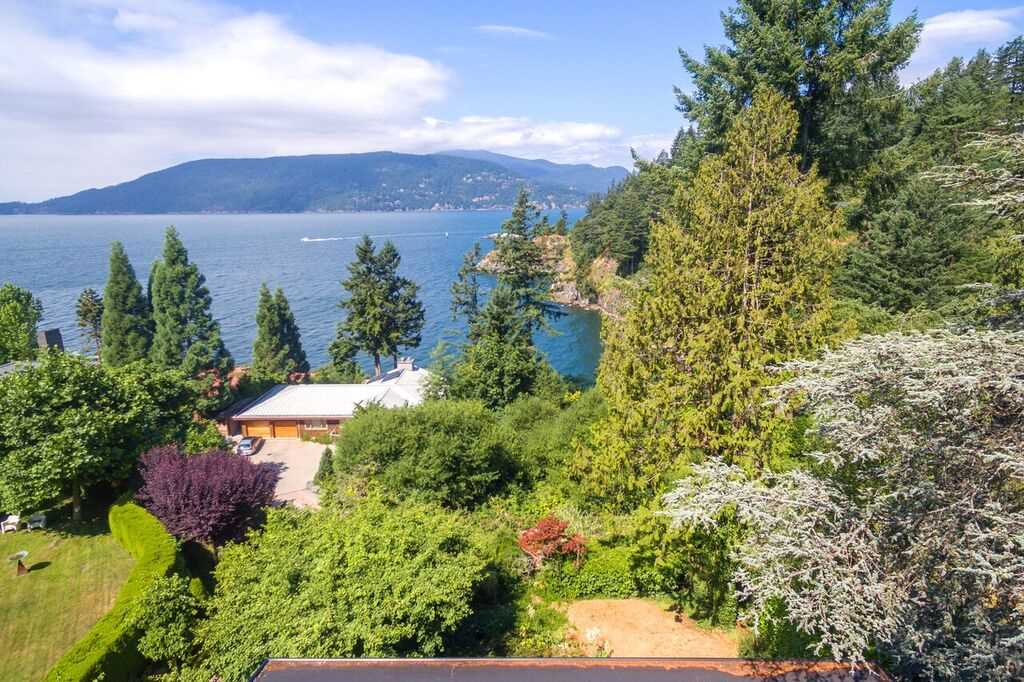 Detached at 6148 GLENEAGLES DRIVE, West Vancouver, British Columbia. Image 7
