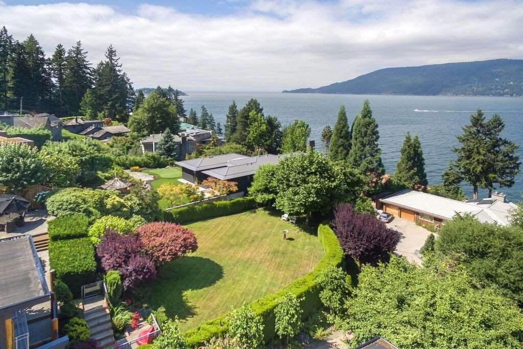 Detached at 6148 GLENEAGLES DRIVE, West Vancouver, British Columbia. Image 8