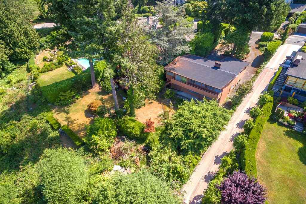 Detached at 6148 GLENEAGLES DRIVE, West Vancouver, British Columbia. Image 9