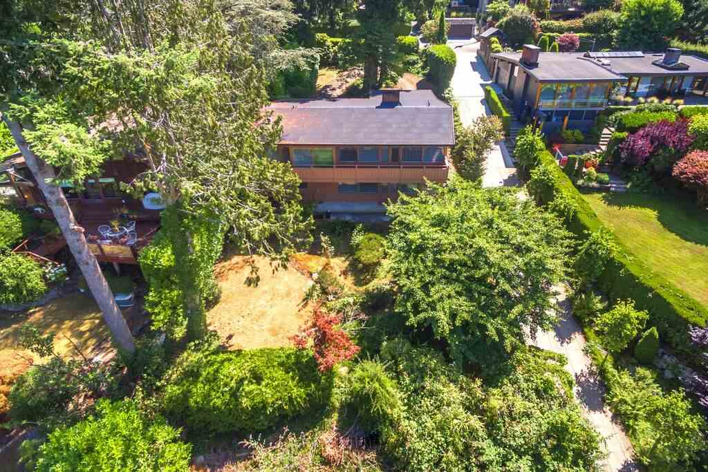 Detached at 6148 GLENEAGLES DRIVE, West Vancouver, British Columbia. Image 11