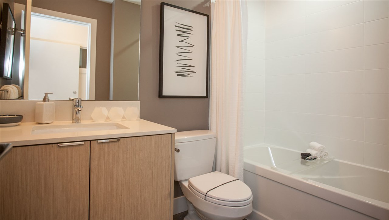 Condo Apartment at 415 6438 195A STREET, Unit 415, Cloverdale, British Columbia. Image 6