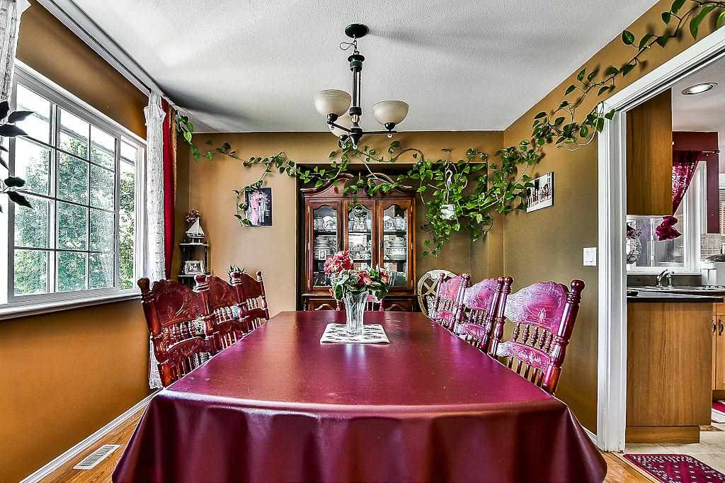 Detached at 27175 27 AVENUE, Langley, British Columbia. Image 3