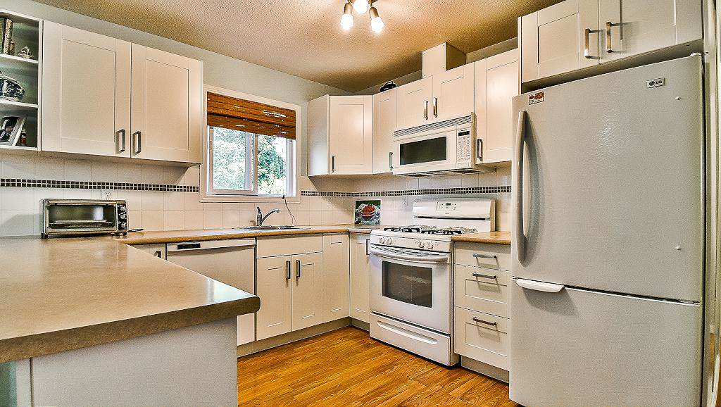 Detached at 27175 27 AVENUE, Langley, British Columbia. Image 8