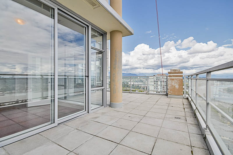 Condo Apartment at 2302 280 ROSS DRIVE, Unit 2302, New Westminster, British Columbia. Image 14