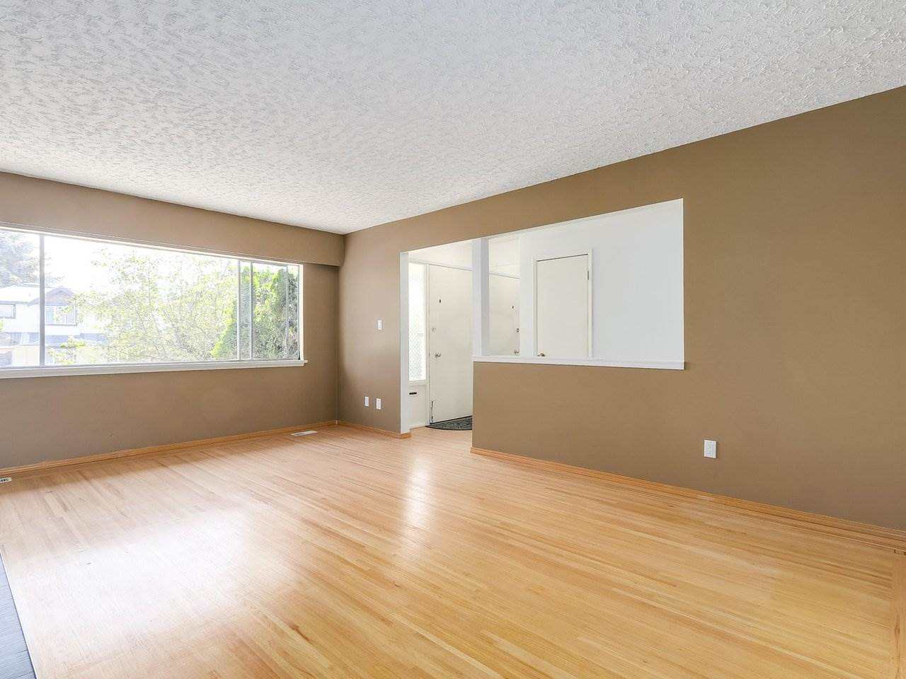 Detached at 6587 WINCH STREET, Burnaby North, British Columbia. Image 4
