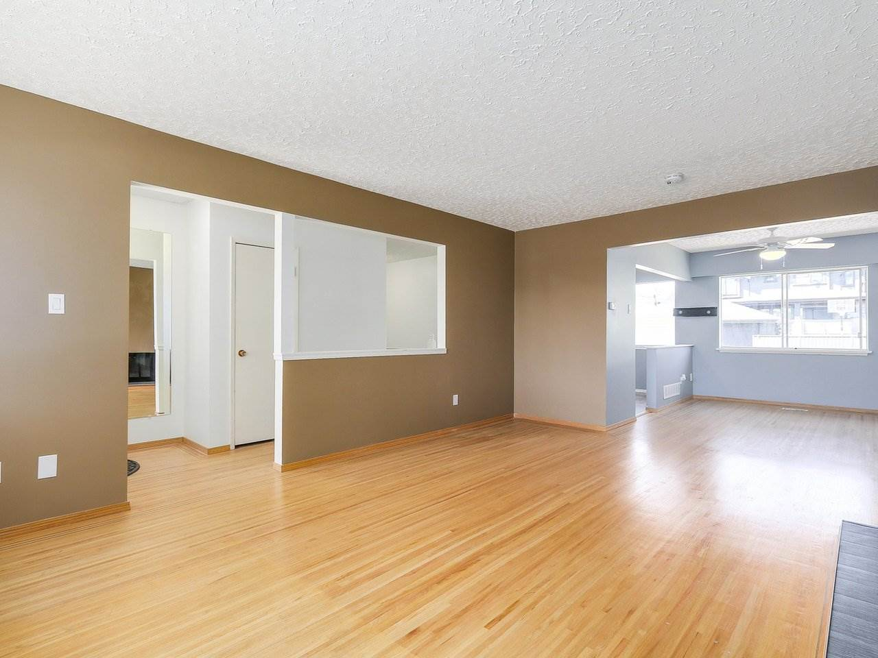 Detached at 6587 WINCH STREET, Burnaby North, British Columbia. Image 5