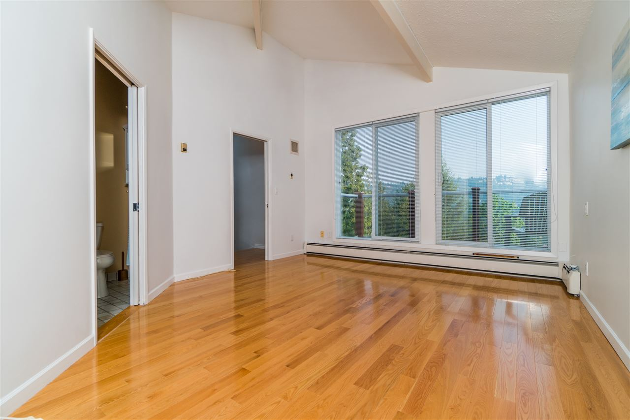 Detached at 5830 FALCON ROAD, West Vancouver, British Columbia. Image 14