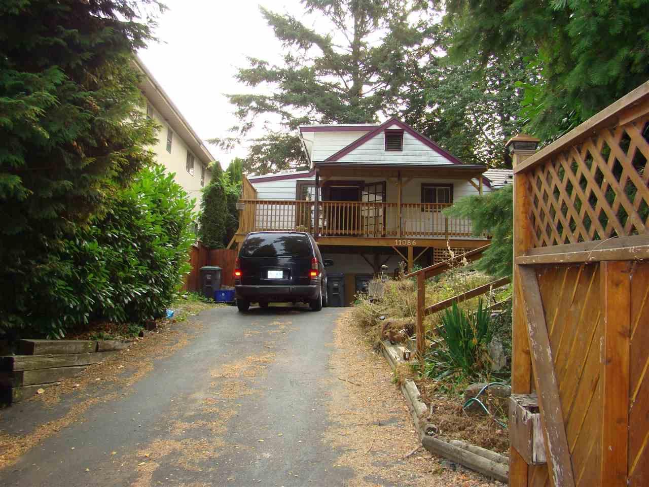 Detached at 11086 129 STREET, North Surrey, British Columbia. Image 2