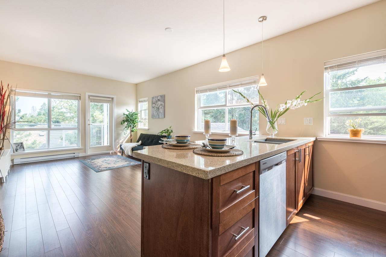 Condo Apartment at 308 5655 INMAN AVENUE, Unit 308, Burnaby South, British Columbia. Image 1