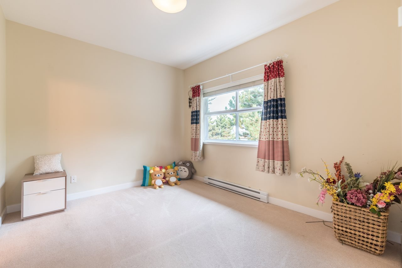 Condo Apartment at 308 5655 INMAN AVENUE, Unit 308, Burnaby South, British Columbia. Image 5