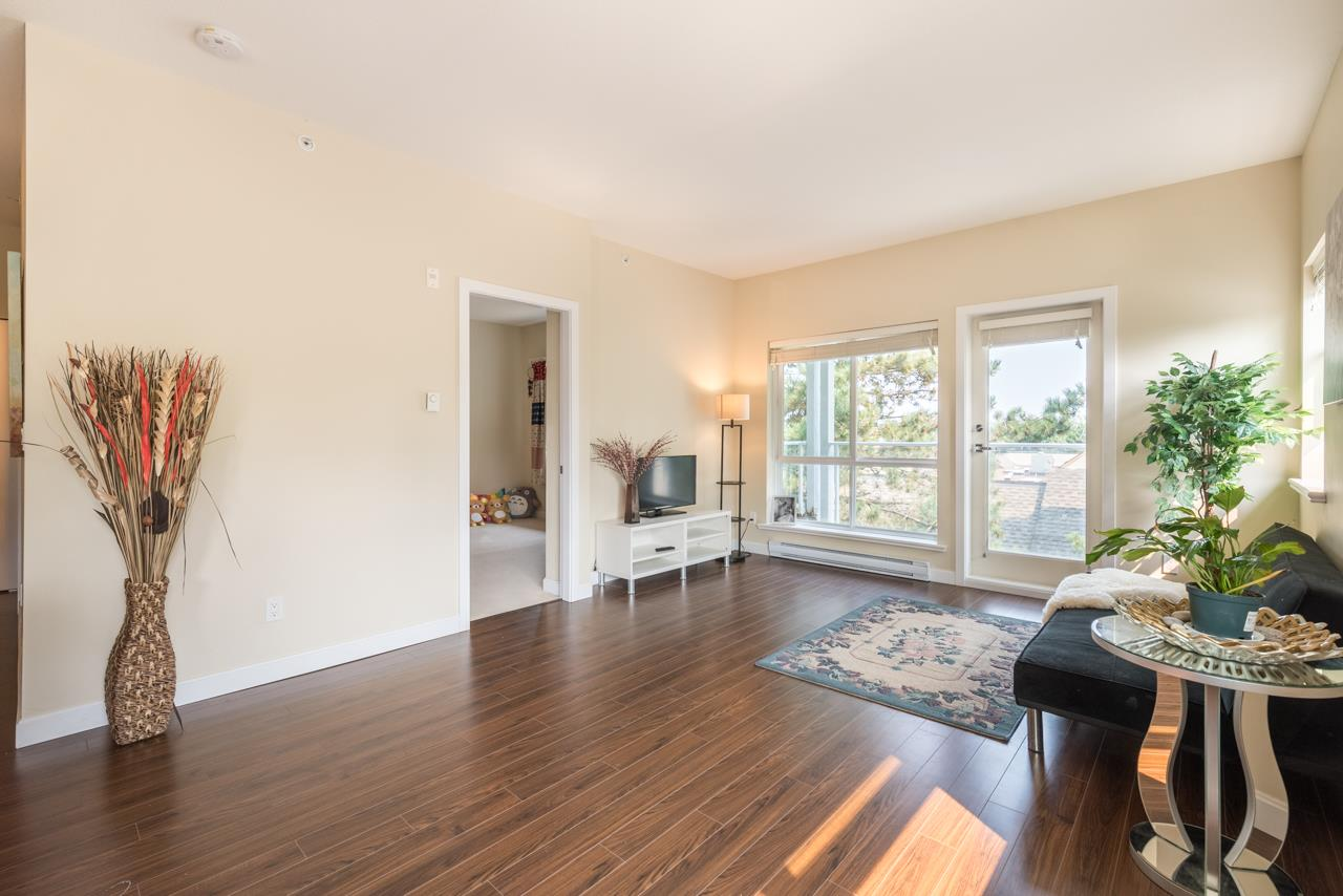Condo Apartment at 308 5655 INMAN AVENUE, Unit 308, Burnaby South, British Columbia. Image 6