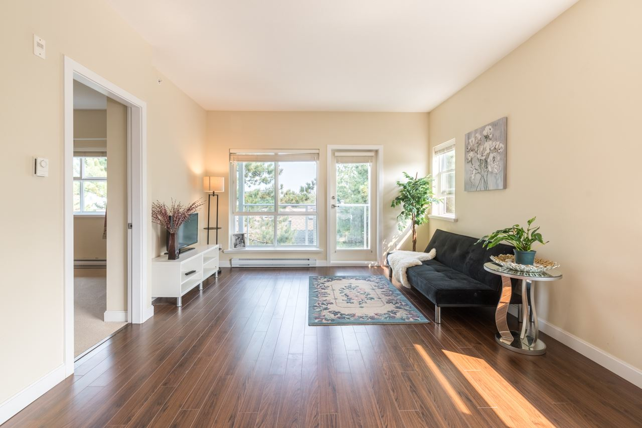 Condo Apartment at 308 5655 INMAN AVENUE, Unit 308, Burnaby South, British Columbia. Image 7