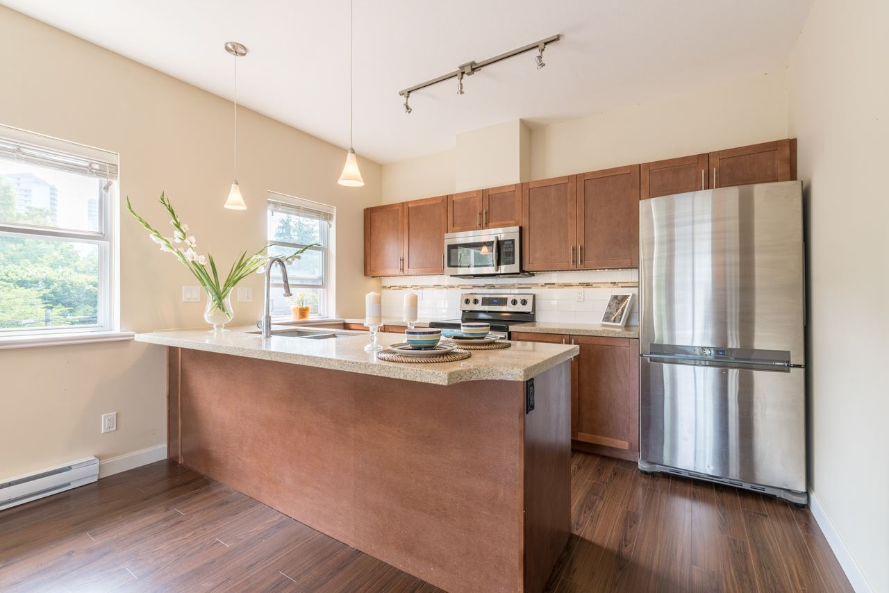 Condo Apartment at 308 5655 INMAN AVENUE, Unit 308, Burnaby South, British Columbia. Image 9