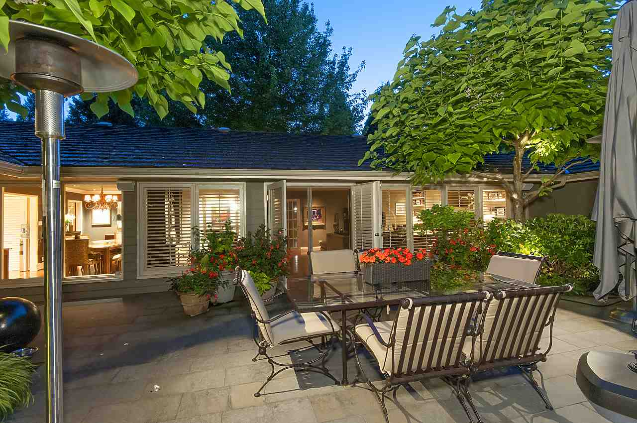 Detached at 580 SOUTHBOROUGH DRIVE, West Vancouver, British Columbia. Image 3