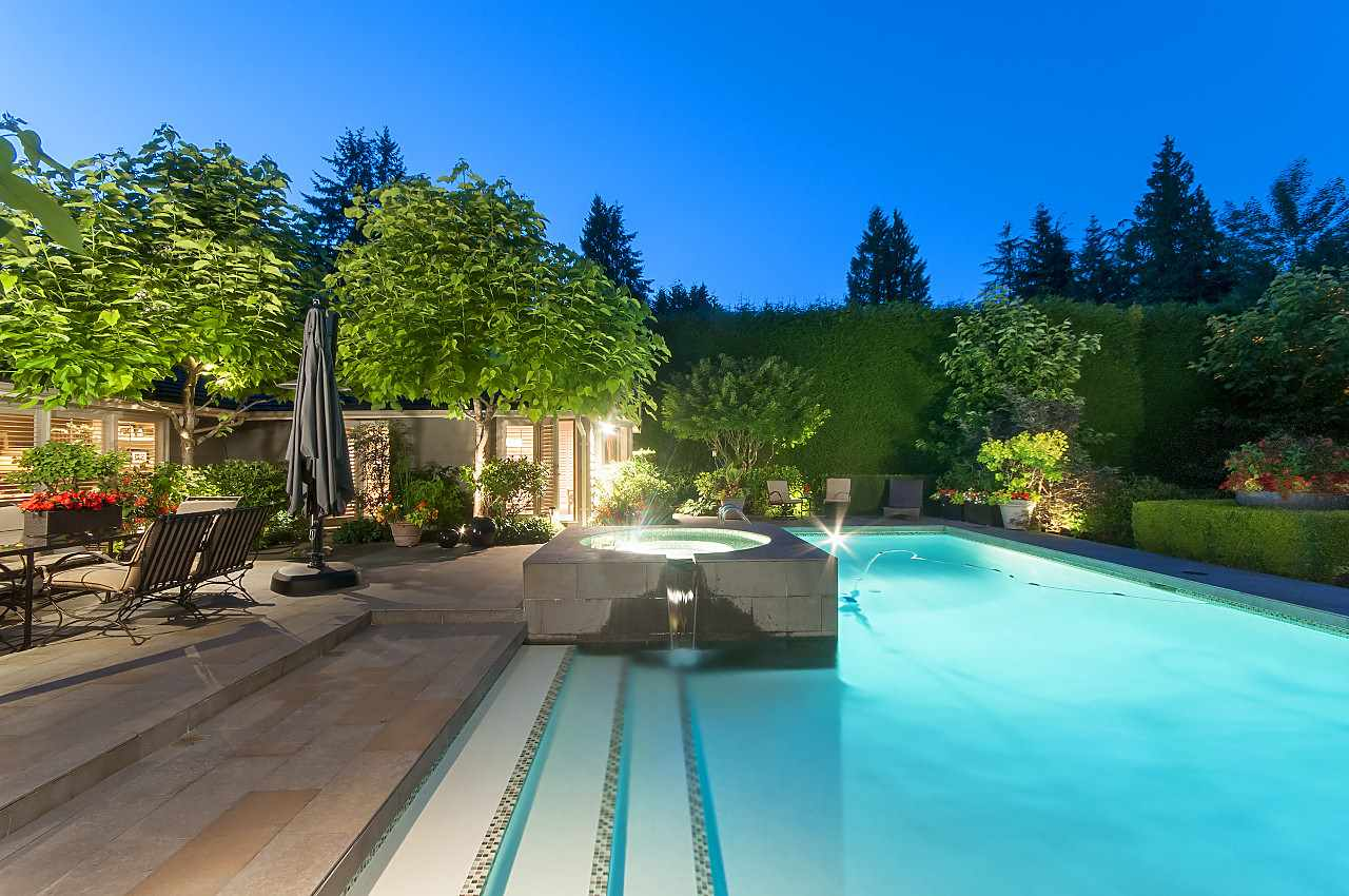 Detached at 580 SOUTHBOROUGH DRIVE, West Vancouver, British Columbia. Image 4