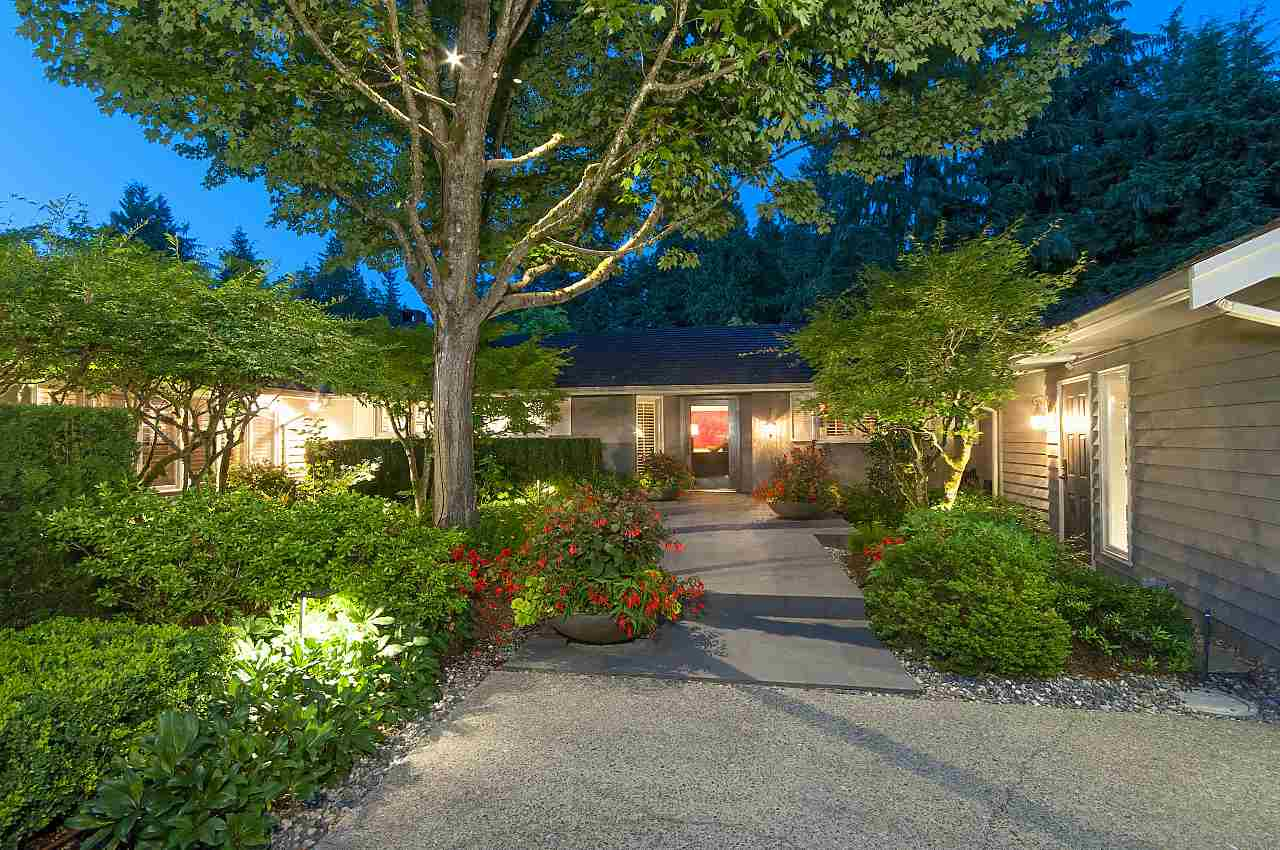 Detached at 580 SOUTHBOROUGH DRIVE, West Vancouver, British Columbia. Image 5