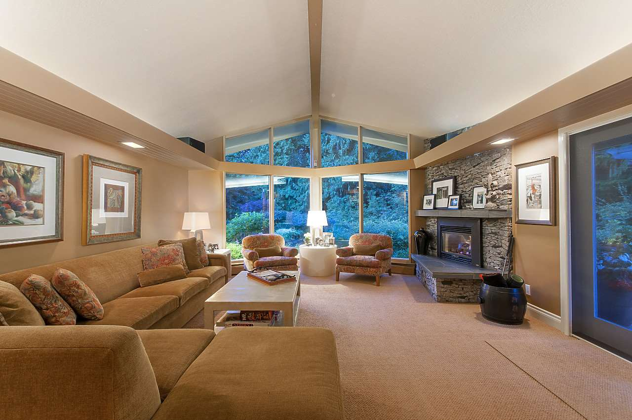 Detached at 580 SOUTHBOROUGH DRIVE, West Vancouver, British Columbia. Image 9